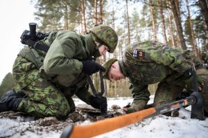 Karo akademijos kariūnai mokosi vadovauti gynybos operacijoms   Srž. sp. I. Budzeikaitės nuotr.