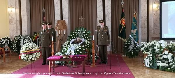 Garbės sargybos priekyje: d. kpt. Gediminas Dopkevičius ir d. vyr. ltn. Zigmas Tamakauskas | A. Grigaitienės ir A. Jakavonytės nuotr.
