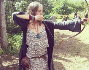 Aktorė J. Šatkauskaitė dėvi viduramžišką delmoną | ASmeninė nuotr.