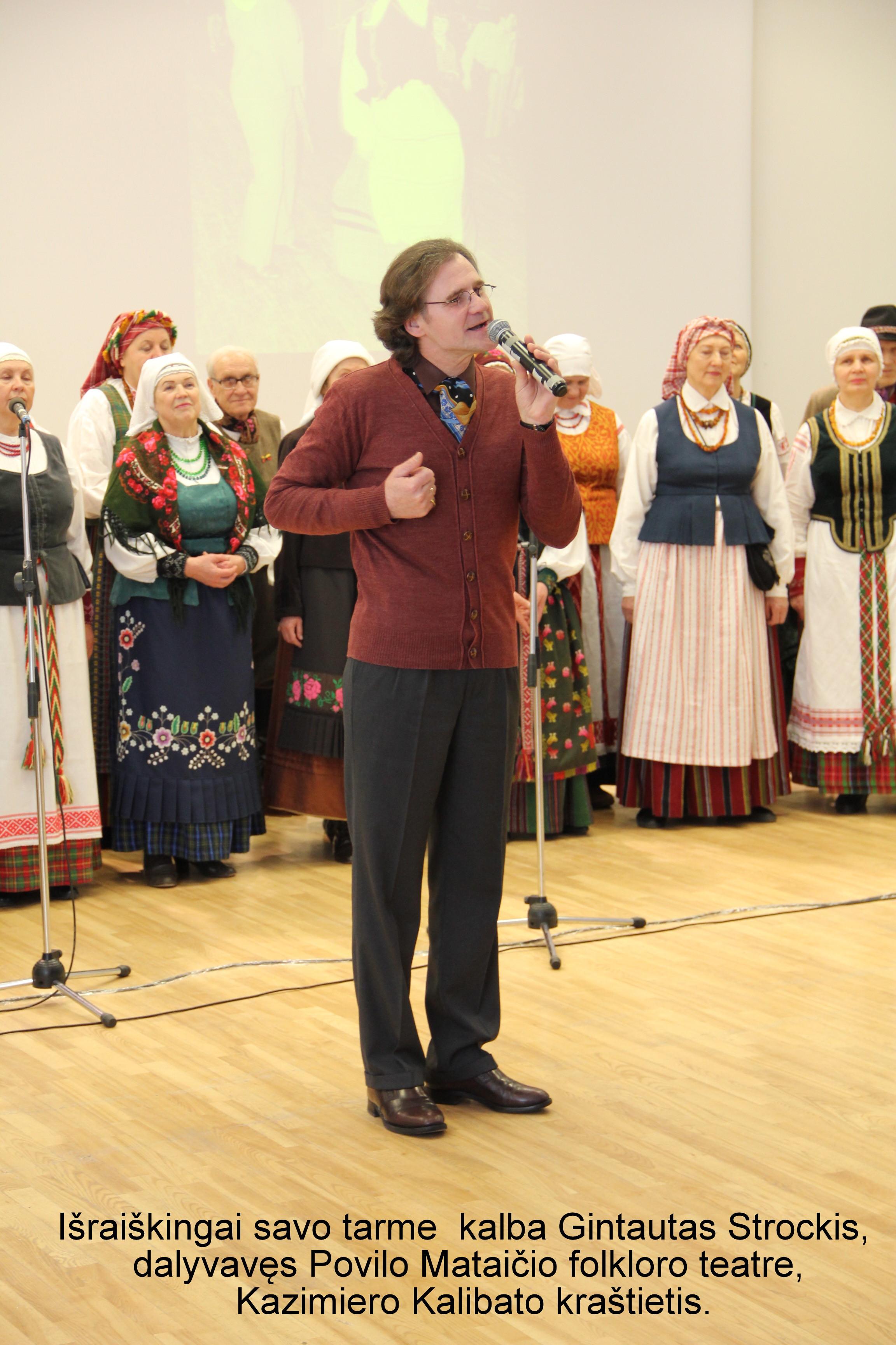 Išraiškingai savo tarme kalba Gintautas Strockis, dalyvavęs Povilo Mataičio folkloro teatre, Kazimiero Kalibato kraštietis | A. Grigaitienės nuotr.