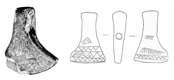 Ženklais išmarginti raginiai kirviai, rasti Jaros upėje (Rokiškio r.; kairėje) ir Vilniaus apylinkėse (dešinėje). Iš: Paulsen P. Kreutz in Ost- und Nordeuropa. Bonn, 1956, s. 55, 56 (be mastelio).