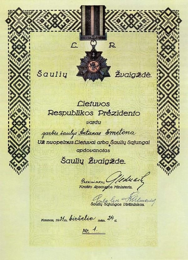 Anksčiau nepublikuotas garbės šaulio apdovanojimas A.Smetonai. Iš kolekcininko Viliaus Kavaliausko kolekcijos | aidas.us nuotr.