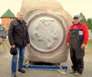 Projekto sumanytojas dm. plk. Romas Žibas ir skulptorius Valentinas Šimonėlis | V. Mintaučkio nuotr.