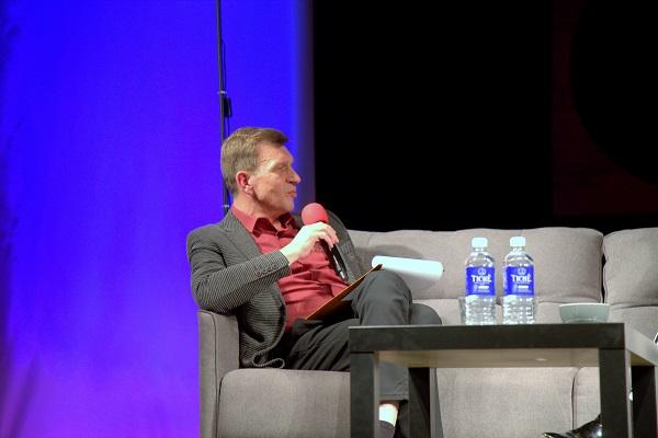 UKT režisieriaus Šarūno Kunicko ir Nomedos Marčėnaitė pokalbio akimirkos   V. Mintaučkio nuotr.