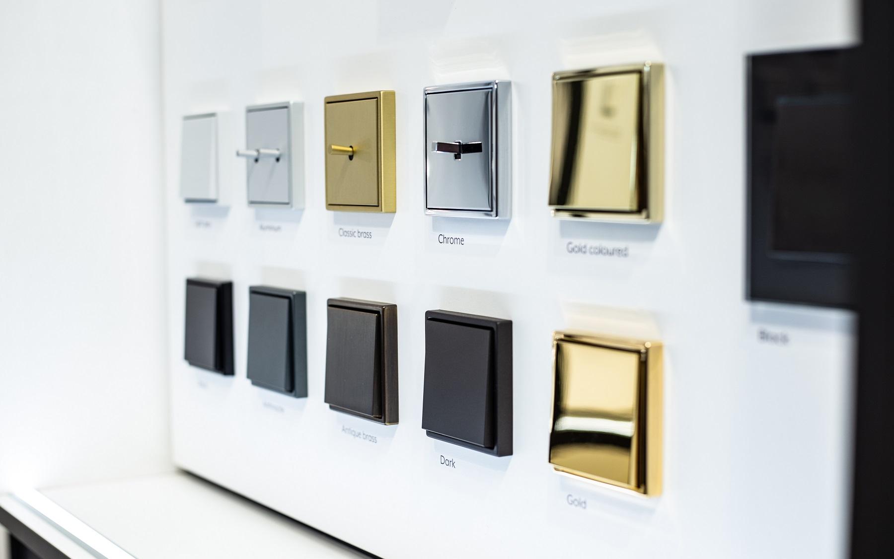 Retro ir metalų mada – ir namų detalėse