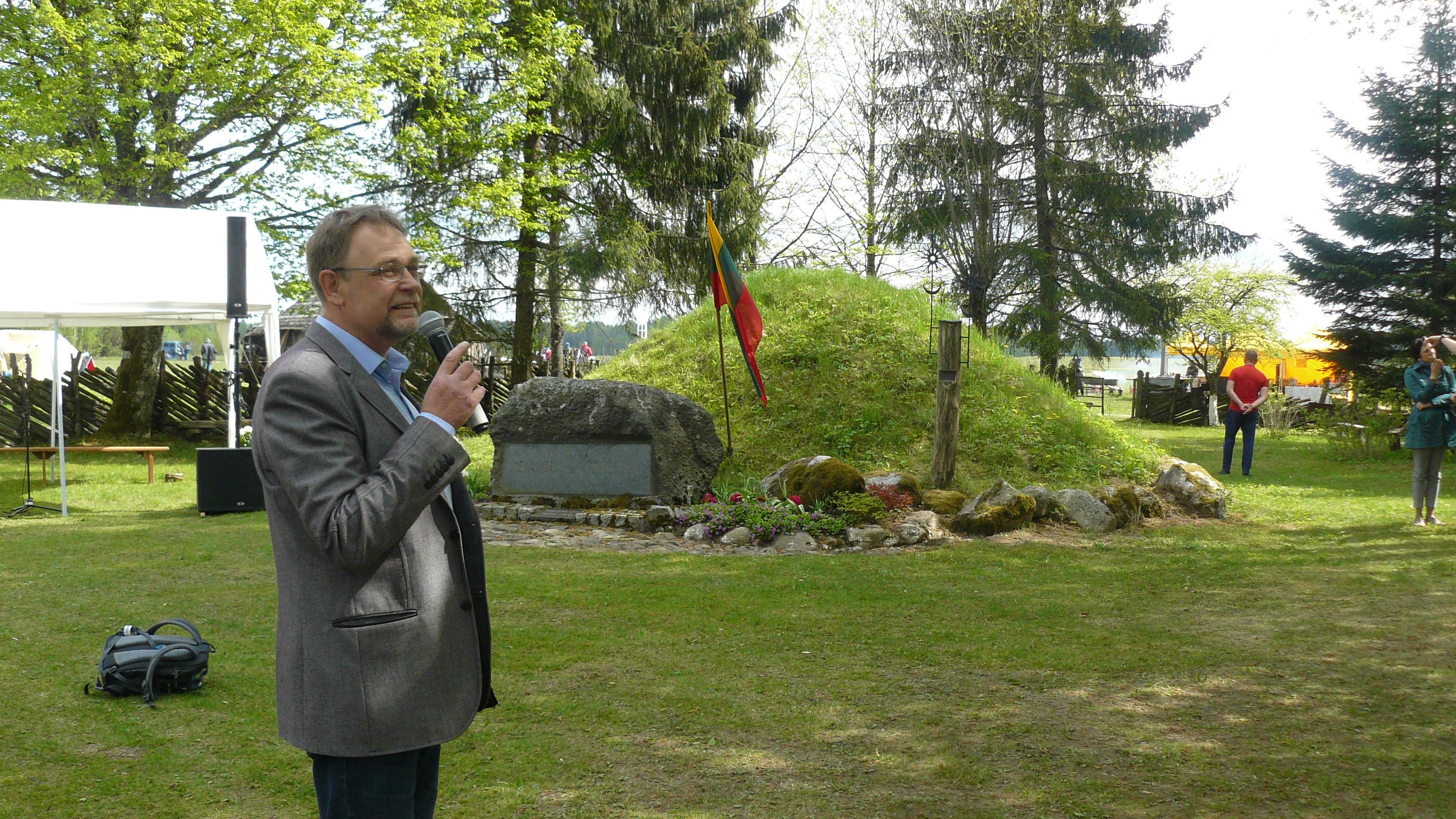 Paminėtas milžinkapio supylimo 50-metis | V. Baltrūno nuotr.