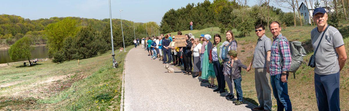 Neregėtai galinga kauniečių protesto akcija prieš transportinę intervenciją Šančių krante balandžio 27. | D Petrulio nuotr.