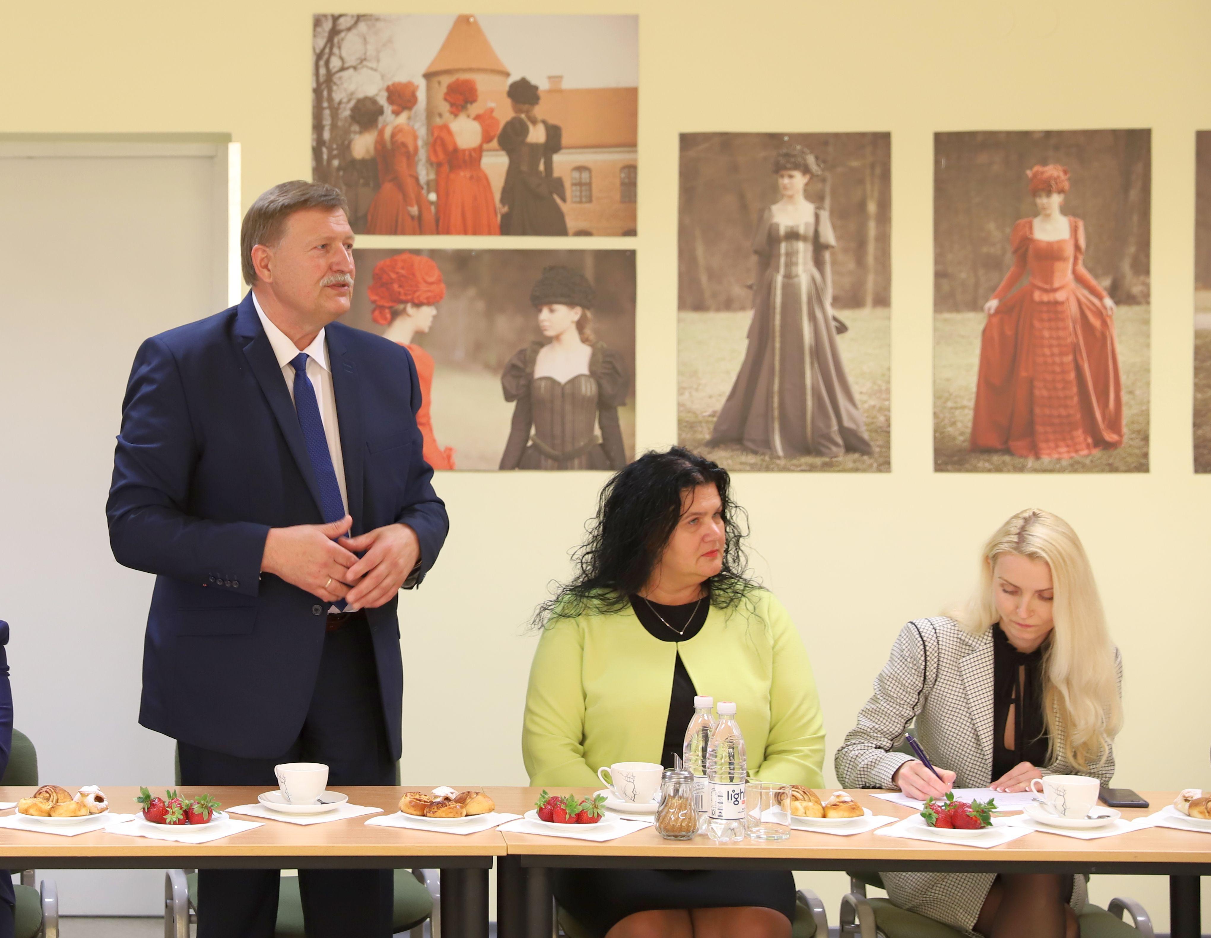 Seimo Sveikatos reikalų komitetas Lapių pagrindinėje mokykloje | Seimo Sveikatos reikalų komiteto nuotr.