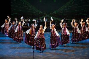 """Vaikų konkurso nugalėtojai šoko kartu su garsiuoju ansambliu """"Lietuva""""   LNKC nuotr."""