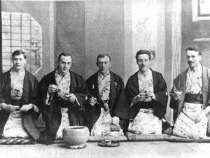 1918 m. M. Šalčius Japonijoje (pirmas iš dešinės) | Voruta.lt nuotr.
