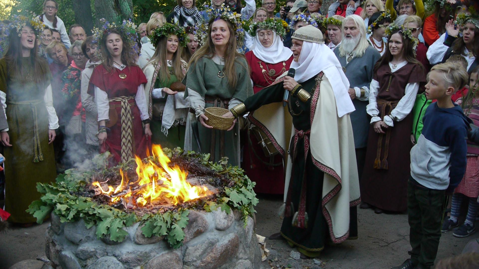 Rasos šventės apeigos prie Lizdeikos aukuro | rengėjų nuotr.