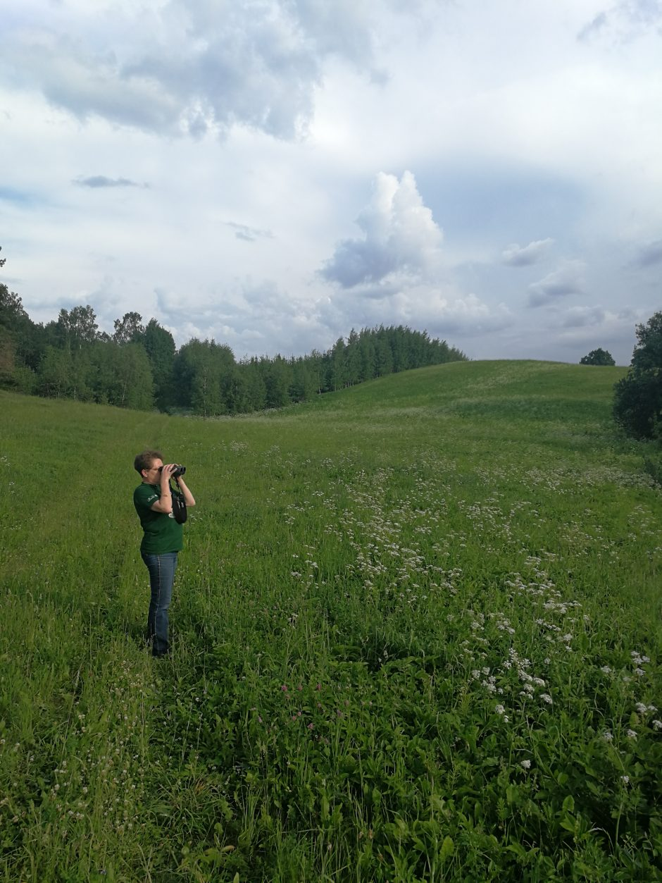I. Maciulevičienė pirmiausia apžiūri teritoriją | Projekto rengėjų nuotr.
