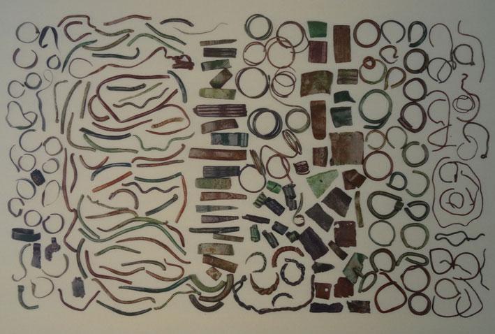 Bronziniai papuošalai, rasti Eglinės piliakalnyje | K. Leončiko nuotr.