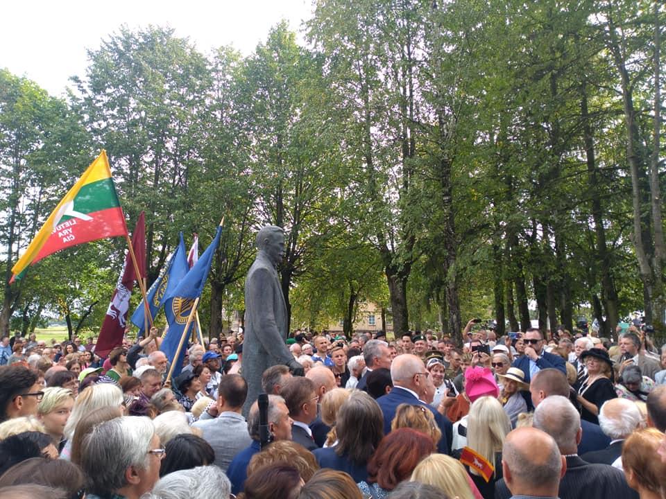 Atidengtas paminklas Prezidentui Antanui Smetonai Užulėnyje | Alkas.lt, T.Baranausko nuotr.