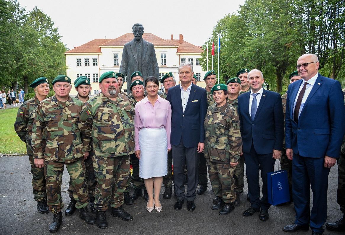 Atidengtas paminklas Prezidentui Antanui Smetonai Užulėnyje | prezidentas.lt nuotr.