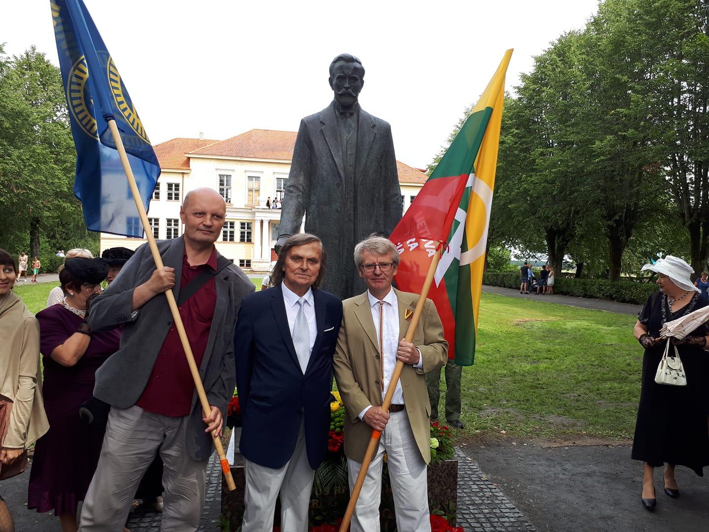Skulptorius Antanas Žukauskas(viduryje), Vaidotas Jokubauskas (kairėje) ir Sakalas Gorodeckis (dešinėje) | FB nuotr.