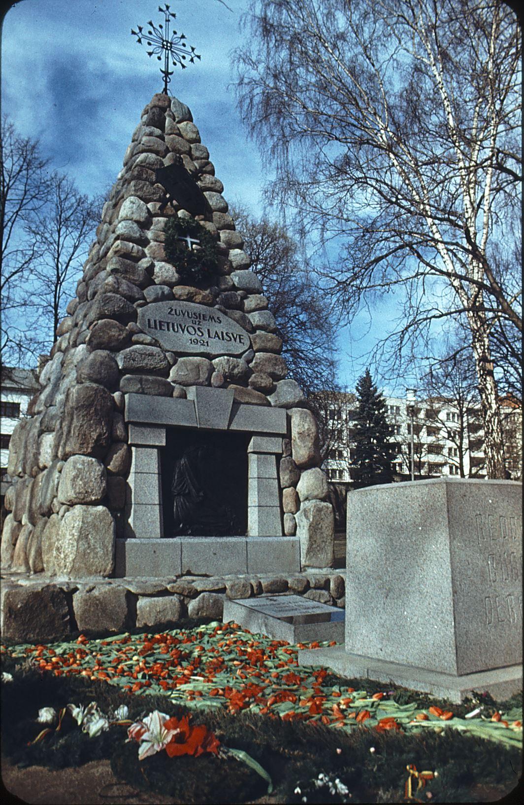 Karo muziejaus sodelyje – vienintelis Lietuvoje Nežinomo kareivio kapas | Vytauto Didžiojo karo muziejaus nuotr.