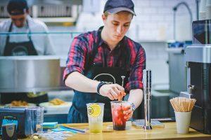 Lietuvoje dirba trečdalis jaunimo: darbdaviai jau laukia sugrįžtančių studentų | Pexels.com nuotr.
