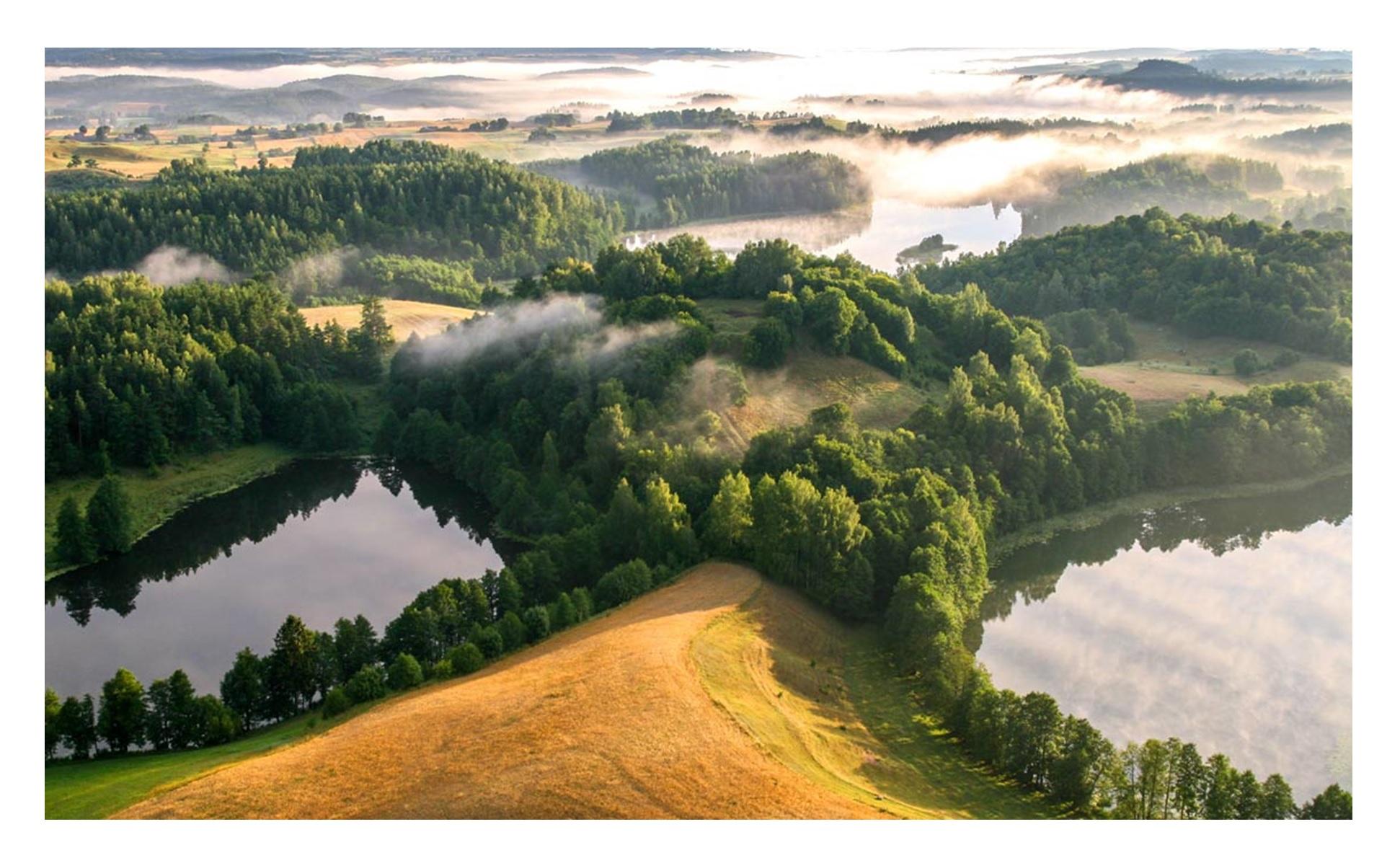Šiurpilio piliakalnis apsuptas penkių ežerų. Juodžio, Šiurpilio, Eglyno, Eglynėlio ir Kopane ežerai