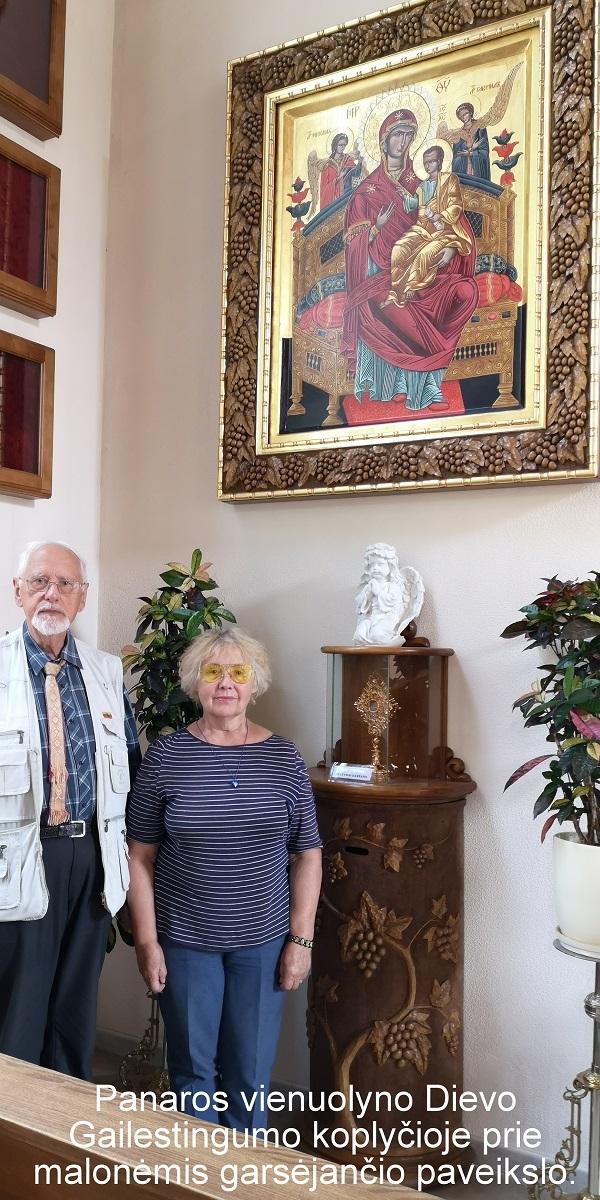 Panaros vienuolyno Dievo Gailestingumo koplyčioje prie malonėmis garsėjančio paveikslo   A. Grigaitienės ir V. Sungailos nuotr.