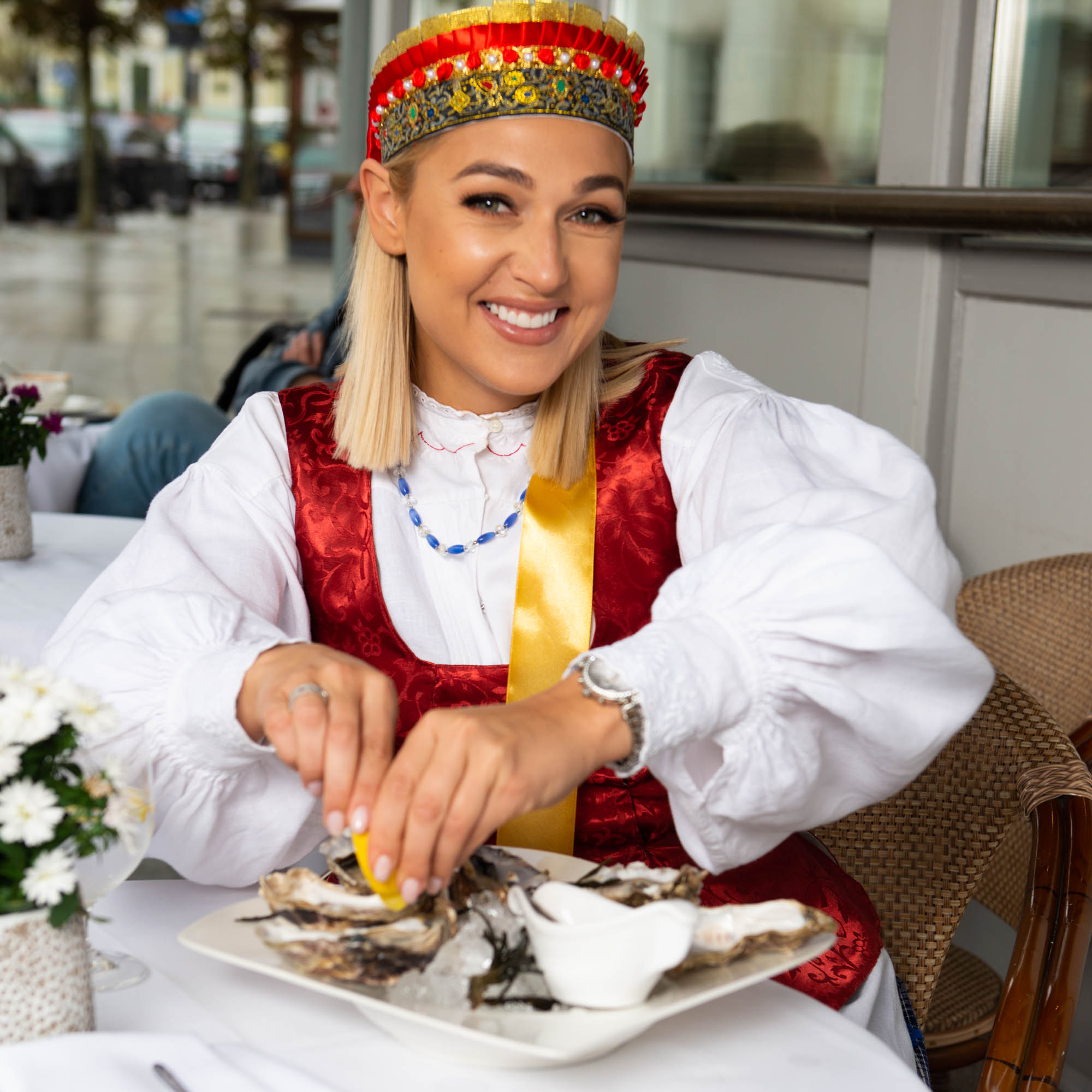Dzūkijos krašto tautiniais drabužiais pasipuošusi Indrė Stonkuvienė   M. Jovaišos nuotr.