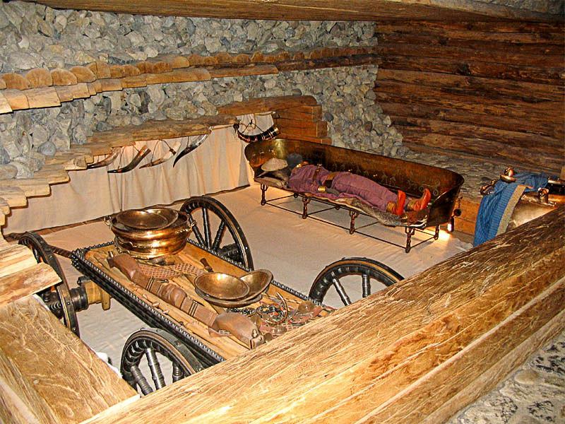Hochdorfo pilkapio rekonstrukcija Hochdorfo Keltų muziejuje. | Wikimedia nuotr.