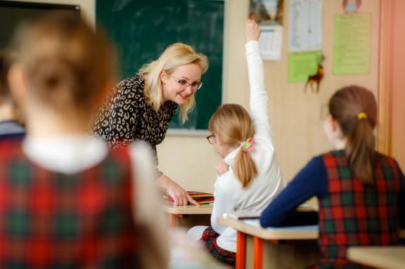 Mokytoja su mokiniais | A.Žuko nuotr., smm.lt