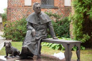 Atidengtas paminklas J.T.Vaižgantui | rengėjų nuotr.