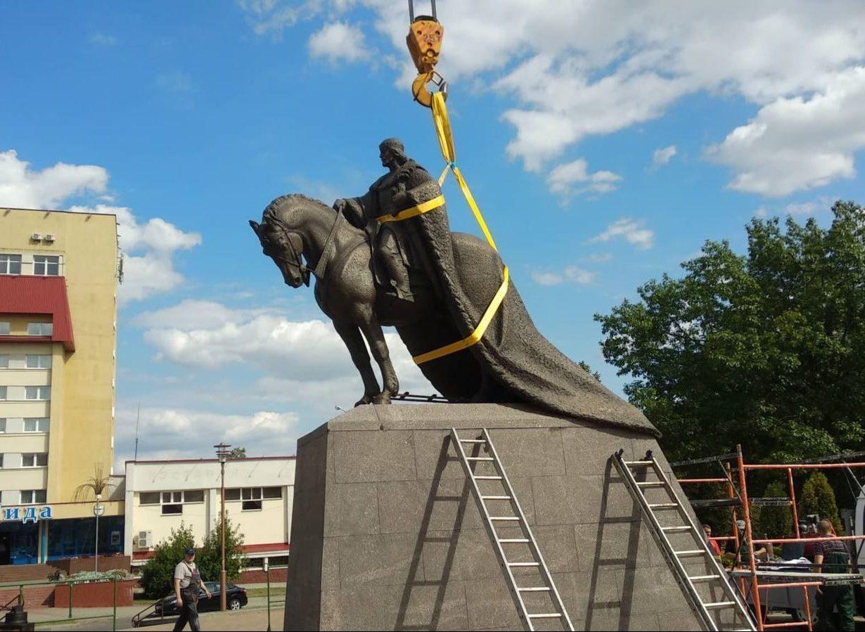 Lydoje atidengtas paminklas Lietuvos karaliui Gediminui | Svaboda.org nuotr.