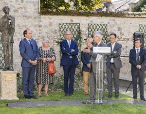 Fontenblo mieste (Prancūzija) atidengta bronzinė skulptūra Oskarui Milašiui | Ludo Segerso nuotr.