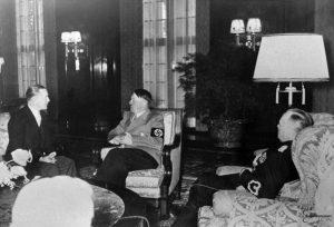 Urbšys neatidžiai klausosi A. Hitlerio Berlyne 1939 m. gegužės 21 d. | ukininkopatarejas.lt nuotr.