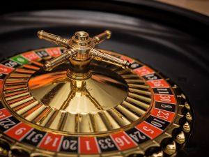 Azartinių lošimų reklamose matysime ir įspėjamuosius užrašus