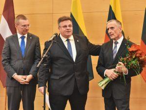 Baltų apdovanojimas įteiktas VDU prof. Alvydui Butkui | urm.lt nuotr.