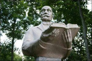 L. Zamenhofas su knyga | Lietuvos esperantininkų sąjungos nuotr.