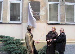 Vilniuje atidengta atminimo lenta Romualdui Ozolui | Alkas.lt, J. Vaiškūno nuotr.