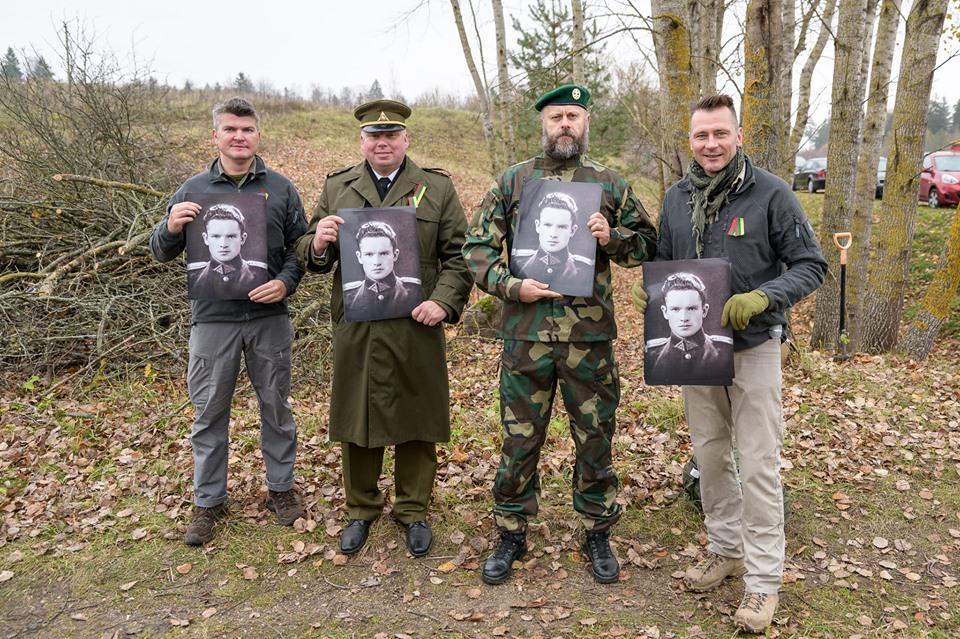 Su Jono Noreikos - Generolo Vėtros portretais   rengėjų nuotr.