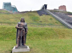 Vytauto Didžiojo skulptūra stovi Vilniuje, prie Gedimino kalno. Tačiau tai - ne paminklas, o vieno eksponato ekspozicija. | I. Sidarevičiaus nuotr.