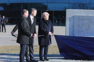 Nors naująjį VSD pastatą premjeras Saulius Skvernelis, VSD vadovas Darius Jauniškis bei prezidentė Dalia Grybauskaitė iškilmingai atidarė dar 2017-ųjų kovą, jo statyboms pinigai kapsi iki šiol ir dar ilgai kapsės | I. Sidarevičiaus nuotr.