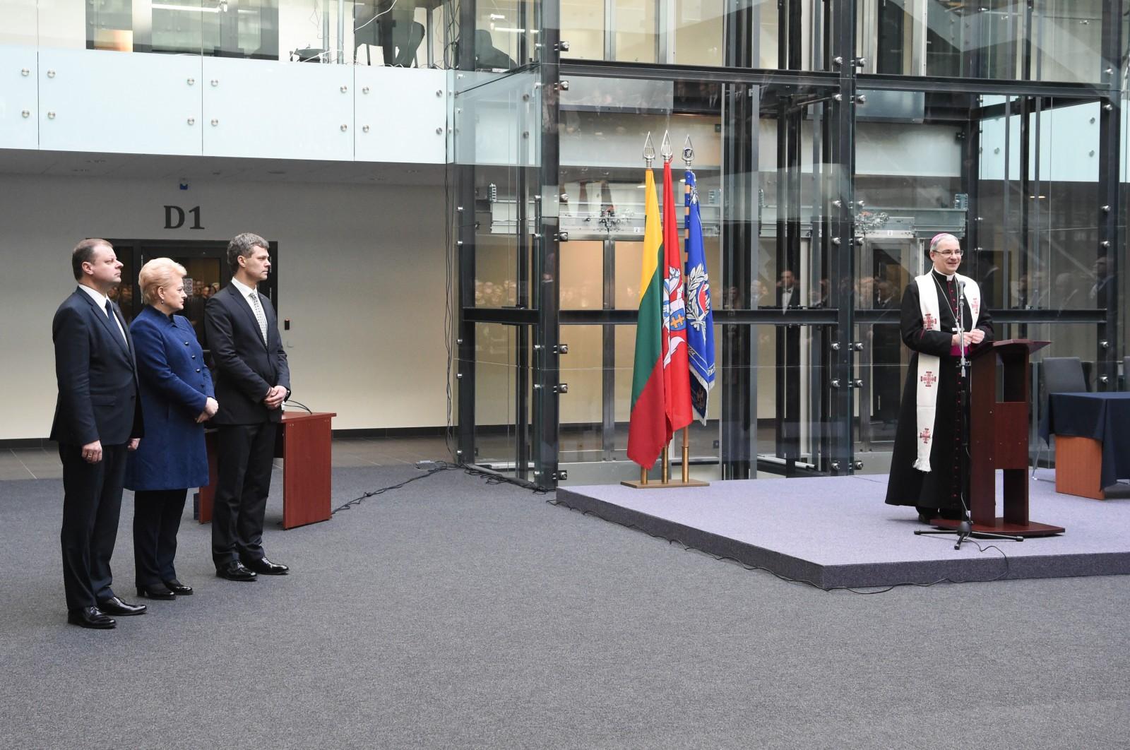 Nors naująjį VSD pastatą premjeras Saulius Skvernelis, prezidentė Dalia Grybauskaitė bei VSD vadovas Darius Jauniškisiškilmingai atidarė dar 2017-ųjų kovą, jo statyboms pinigai kapsi iki šiol ir dar ilgai kapsės | I. Sidarevičiaus nuotr.