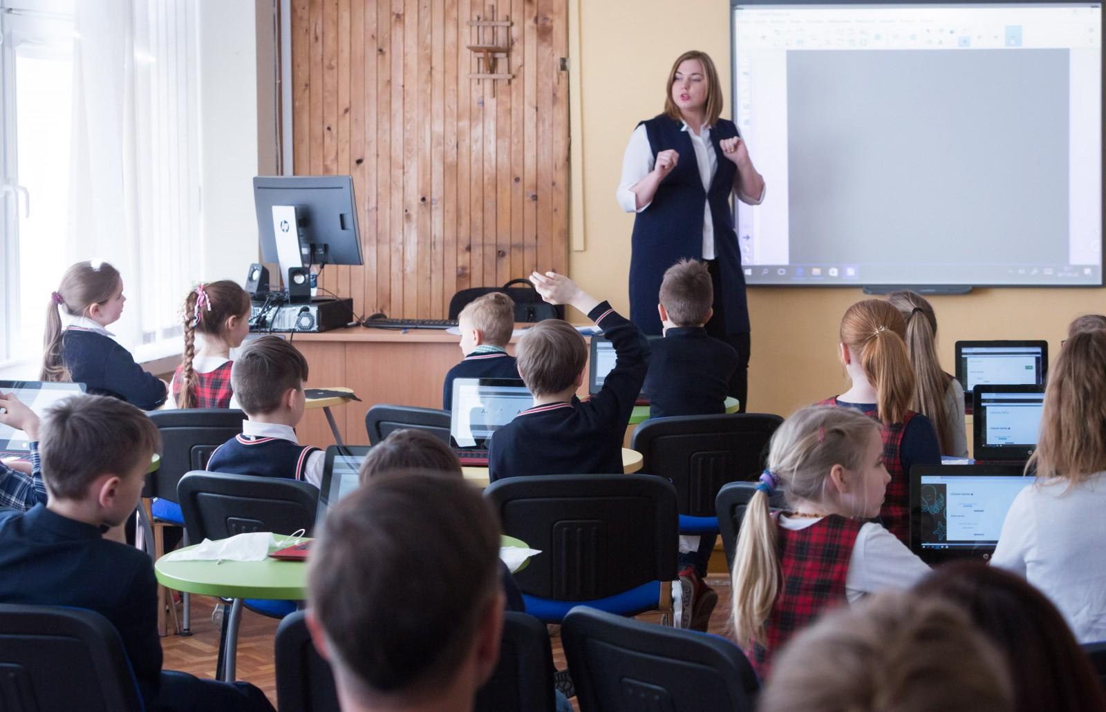 Nėra ne vieno pasiūlymo, kad reikėtų įrengti kondicionierius nors vienoje mokykloje | Asociatyvi nuotr.