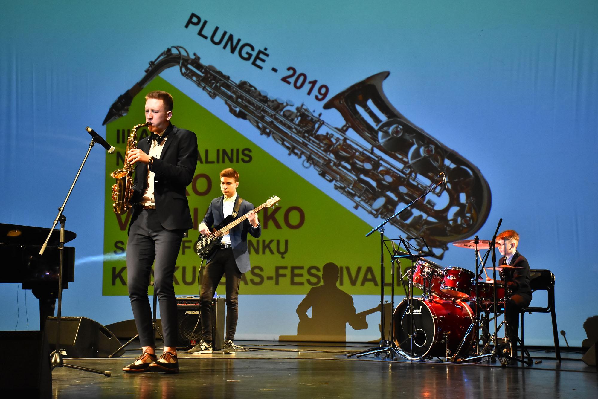 Plungės kultūros centre įteiktos nacionalinių Petro Vyšniausko saksofonininkų varžytuvių apdovanojimai   Plungės kultūros centro nuotr.
