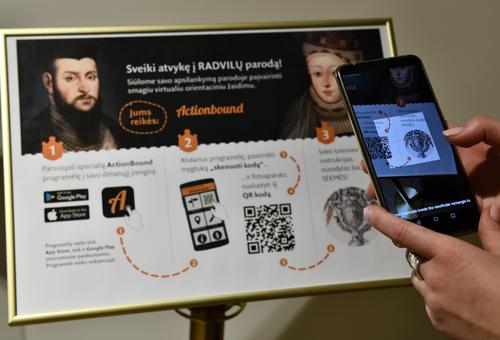 """Lankytojai kviečiami žaisti interaktyvų žaidimą """"Radvilos išmaniai""""   Valdovų rūmų muziejaus, Mindaugo Kaminsko nuotr."""