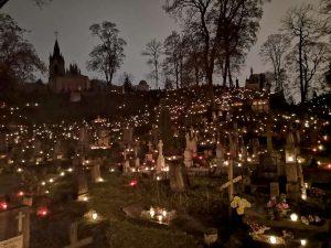 Per Vėlines Rasų kapinėse | N. Šulijos nuotr.