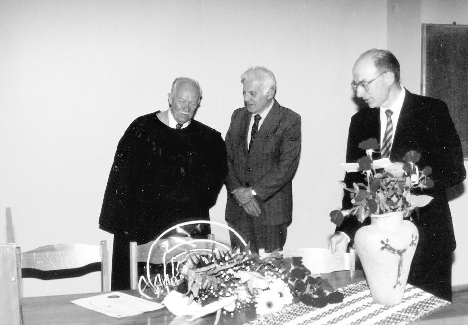 Lietuvos kardiotorakalinės chirurgijos draugijos garbės nario vardo suteikimo akimirkos 1995 metais Iš šeimos albumo | Autorės nuotr.