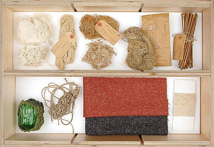 Dilgėlių stiebų, pluošto, siūlų, audimo pavyzdžiai Tilburgo tekstilės muziejuje | Jopas Volgelis (Joep Vogels), CC BY-SA 4.0, https://commons.wikimedia.org nuotr.