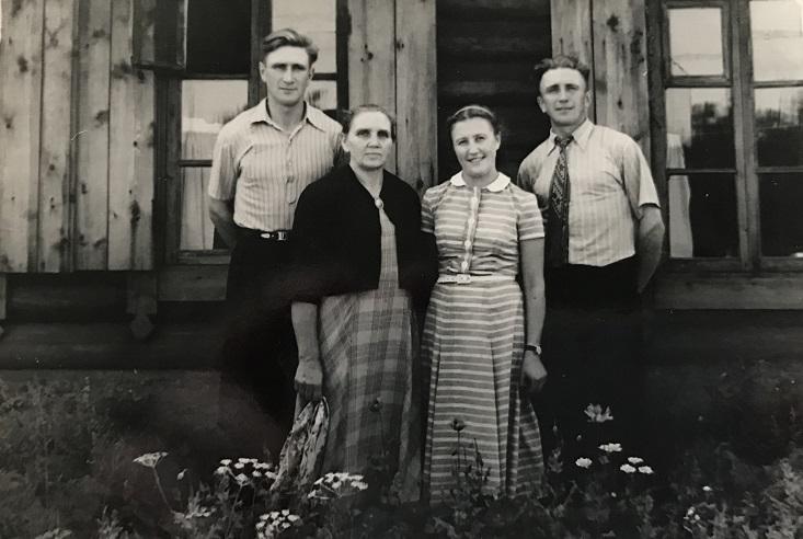 Stefanija Ladygienė su vaikais Algiu, Benediktu ir Jone Sibire | Asmeninė nuotr.