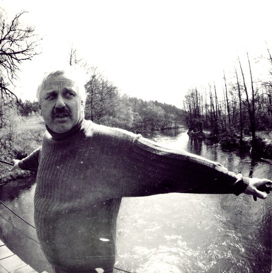 B. Kutavičius prie Merkio Rodukoje 1988 m. | A. Tarvydo nuotr.