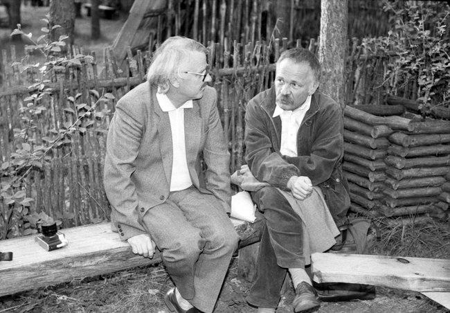Bronius Kutavičius ir Petras Repšys Jaunimo kamerinės muzikos dienose Druskininkuose kalbasi po koncerto Saulės take 1986 m. | I. Mikužienės , Lietuvos centrinio valstybės archyvo nuotr.