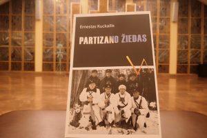 """Seimo lankytojų centre bus pristatyta profesionalaus Lietuvos kario, viršilos Ernesto Kuckailio knyga """"Partizano žiedas""""   lrs.lt nuotr."""