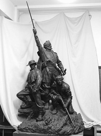 """Skulptoriaus Konstantino Bogdano skulptūra """"1863 metų sukilėliai""""   Vytauto Didžiojo karo muziejaus nuotr."""